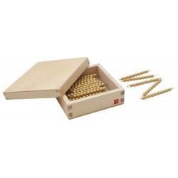 Дървена кутия със 45 верижки със златни мъниста