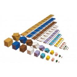 Материал със златиста мъниста, кубове, квадрати,вериги