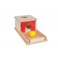Предмет в кутия с поднос