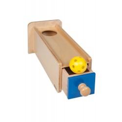 Предмет в кутия с чекмедже